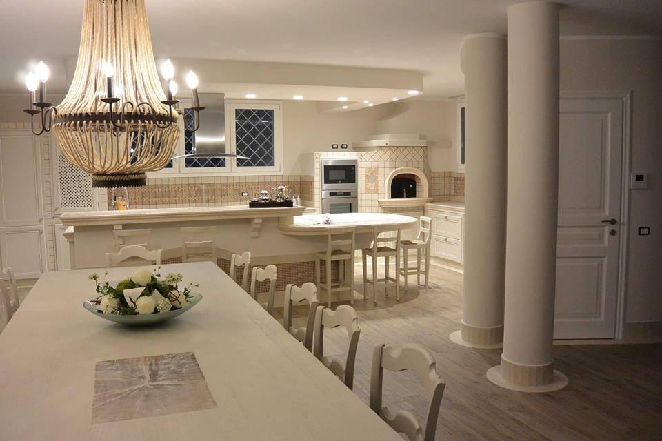 Arredamento cucine perimetro elegante effe emme due for Arredamento moderno elegante